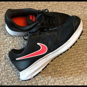 Like new woman's nike sneakers size 8